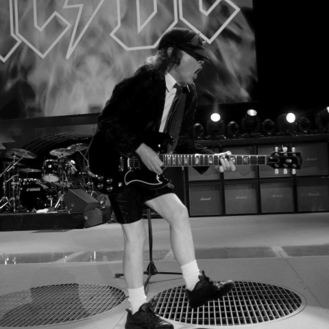 angus-young-acdc-650